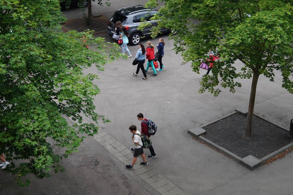 Schulhof West 2