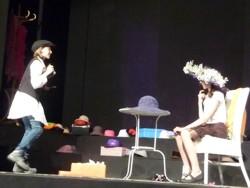 Tumult um einen Hut (1)